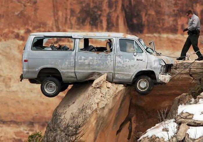 Страшная авария и чудесное спасение (4 фото)