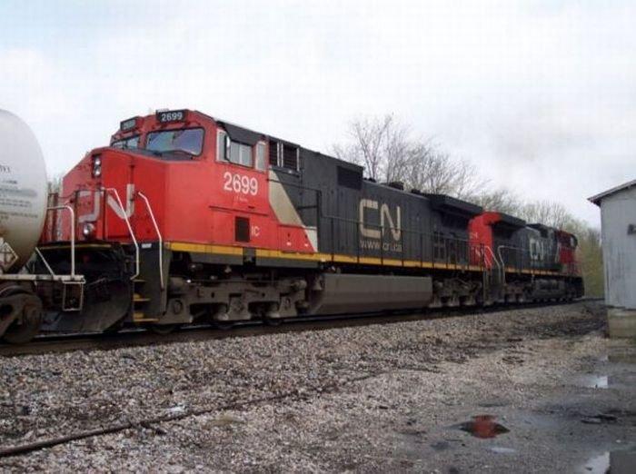 Поломка двигателя у 212-тонного поезда (6 фото)
