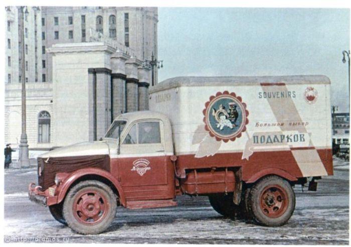 Рекламные плакаты на грузовиках времен СССР!
