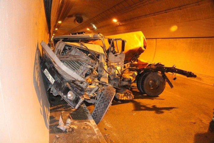 Авария с участием 12 машин в тоннеле на Красную Поляну (12 фото)
