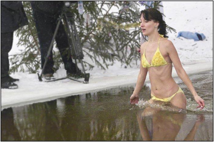Массовое купание в Москве реке