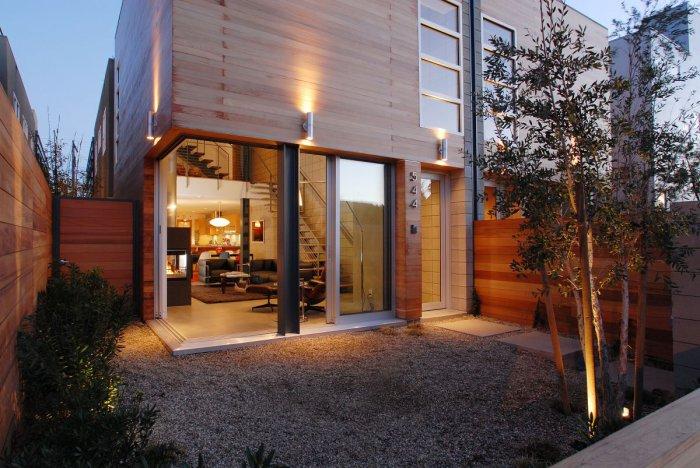 Великолепный дом с открытой крышей в калифорнийской Венеции