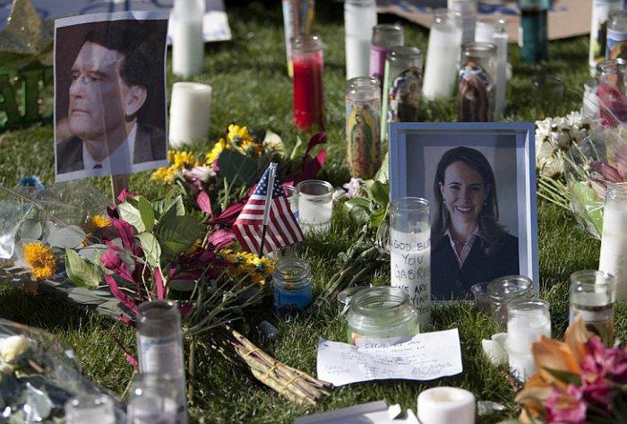 В память о погибших в Аризоне