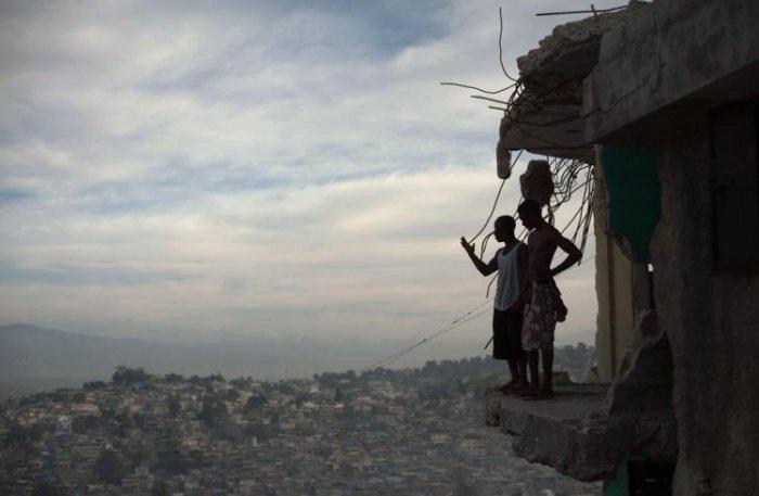 Гаити спустя год после землетрясения (40 фото)
