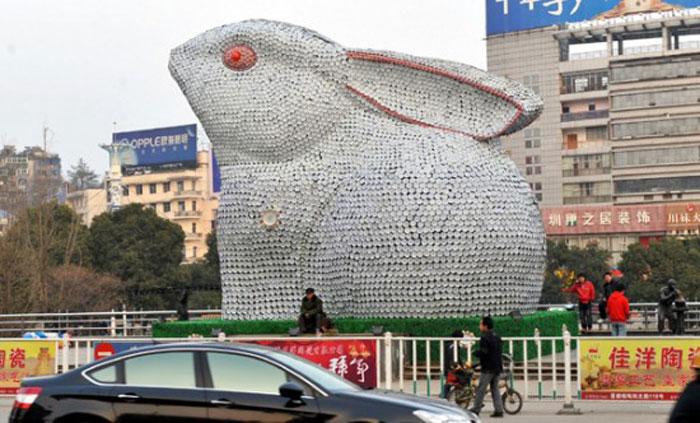 Гигантская статуя кролика в Китае