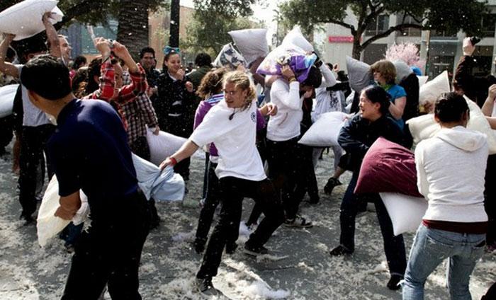 Бой подушками в Сан-Хосе