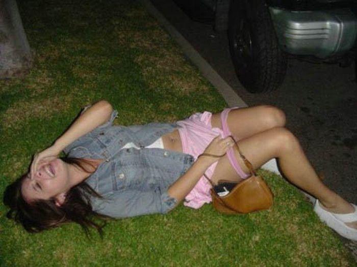 голые пьяные девушки на улице