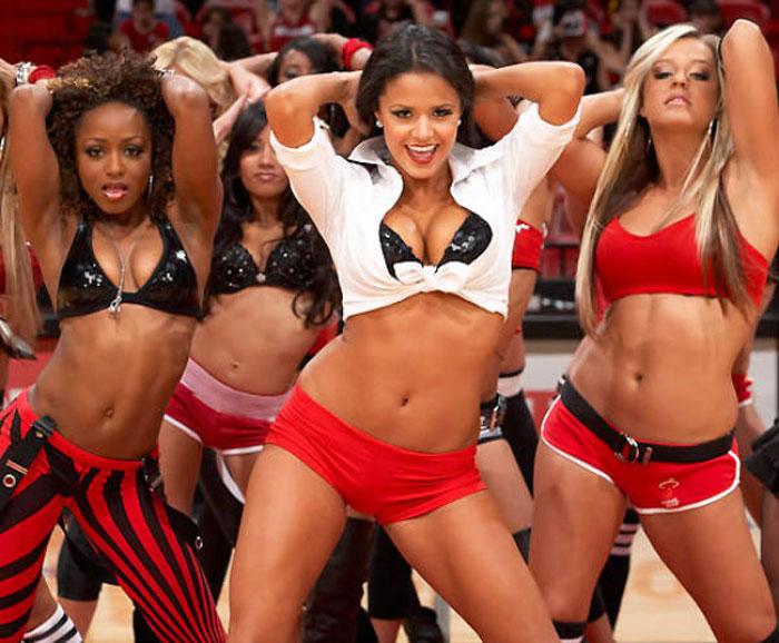 Красивые девушки из группы поддержки НБА