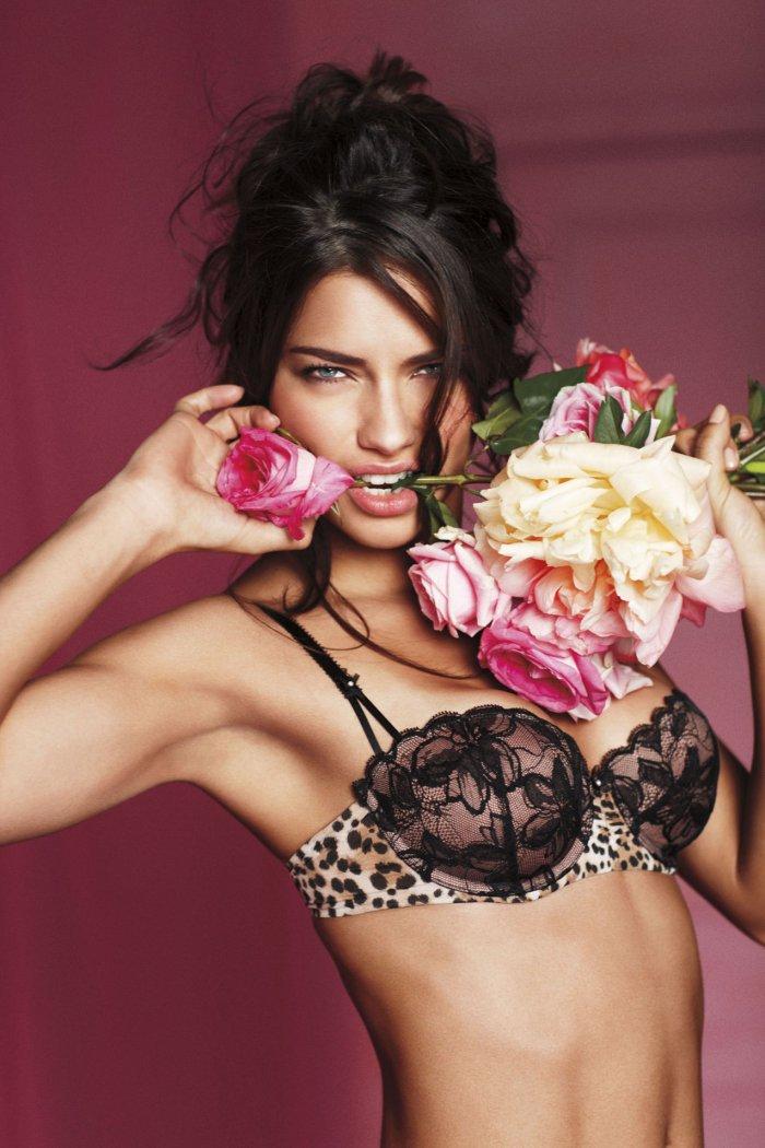 Адриана и цветы.