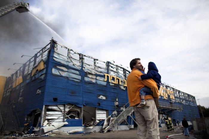 Дотла сгорел ТЦ IKEA в Нетании