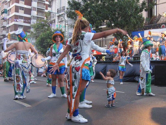 Летний карнавал в столице Аргентины