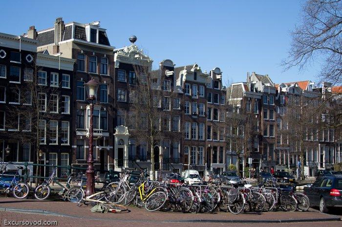 Велосипедные парковки в Амстердаме