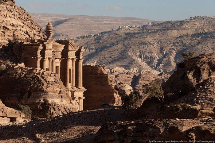 Достопримечательность Иордании - древний город Петру