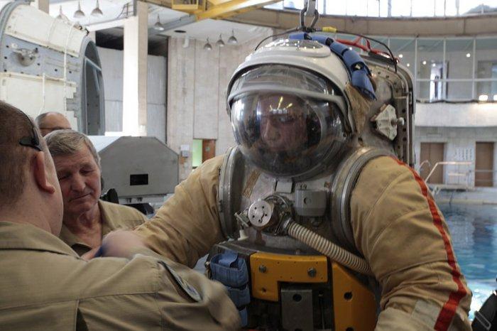 Тренировка космонавтов (18 фото)