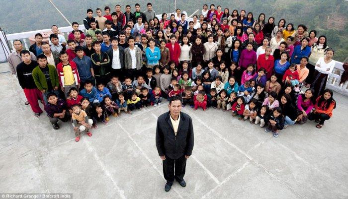 Самая большая семья в мире (4 фото)