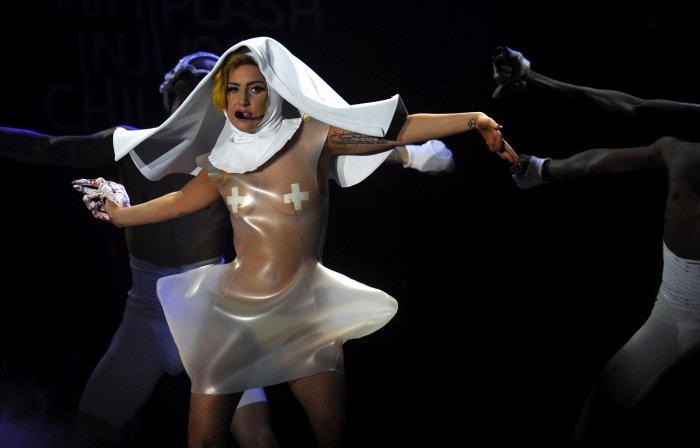 Леди Гага копирует одежду (31 фото)