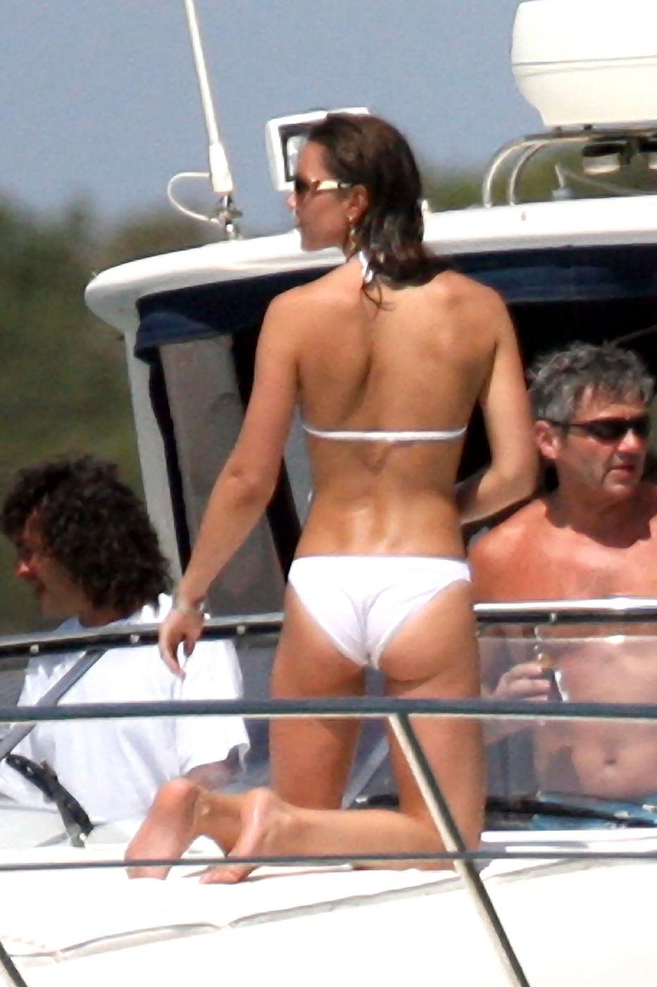 Сексуальные девушки на яхтах в бикини 20 фотография