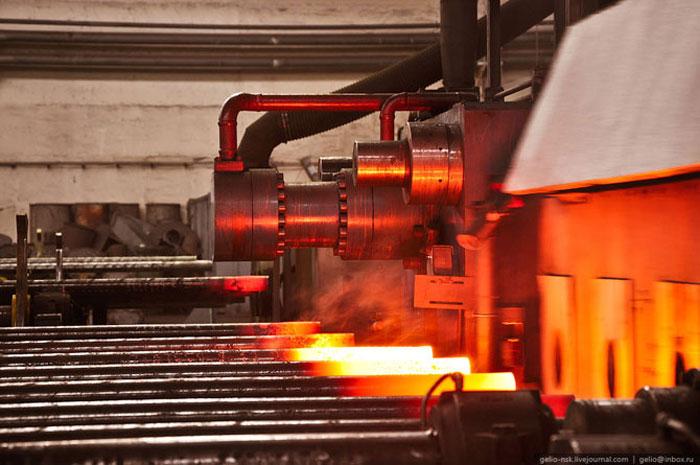 как делают открытки на заводе менее