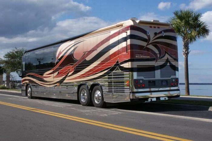 Крутой автобус для путешествий (21 фото)