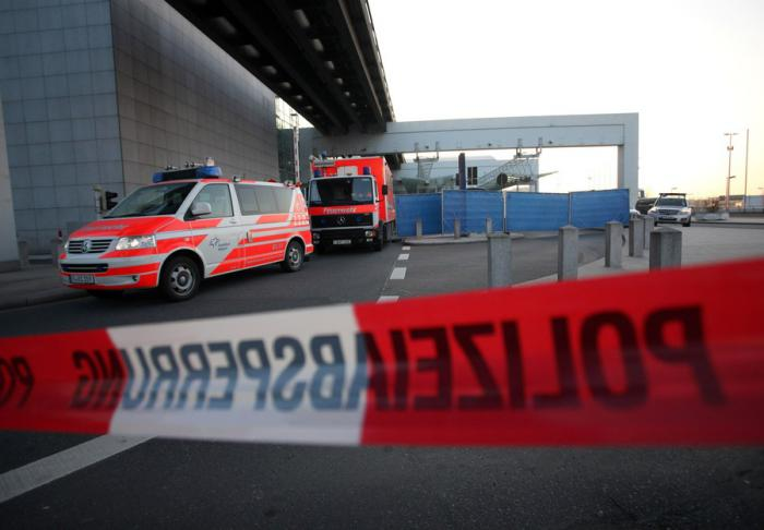 Стрельба в аэропорту Франкфурта (5 фото)