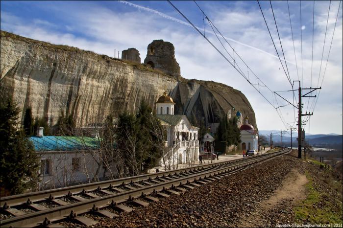 Пещерный монастырь Св. Климента в пригороде Севастополя (16 фото)