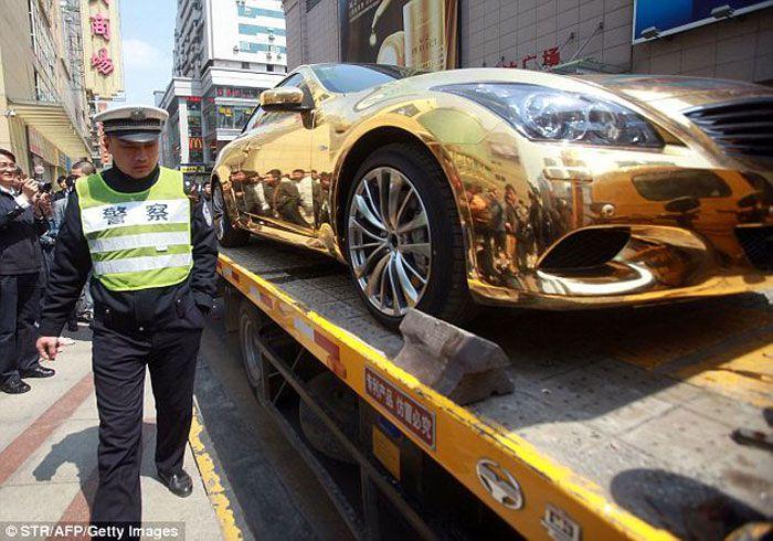 Конфискована машина из чистого золота