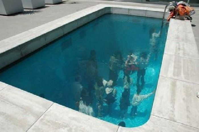 Бассейн с иллюзией (9 фото)