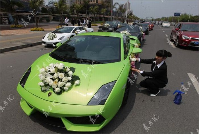 Свадебный кортеж богатого азиата