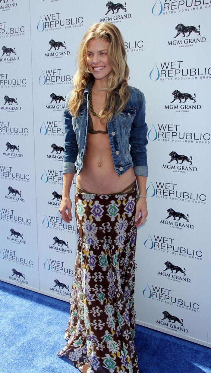 АннаЛинн МакКорд носит бикини под одеждой (5 фото)