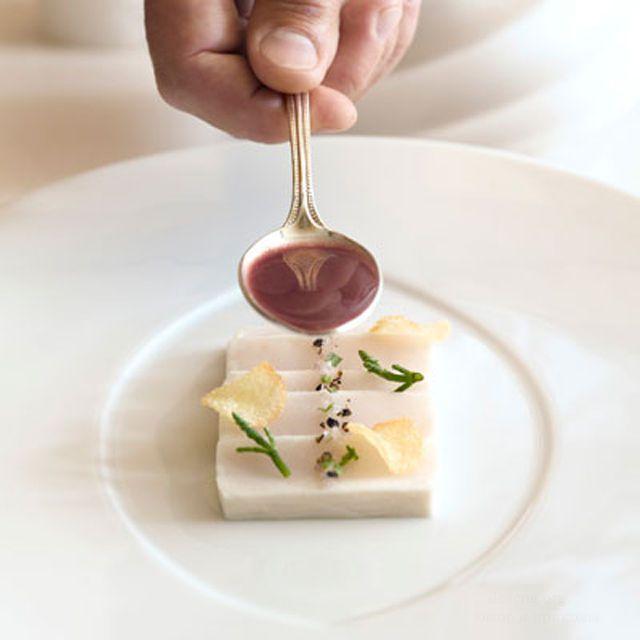 Смажем получившийся куб оливковым маслом для глянца.