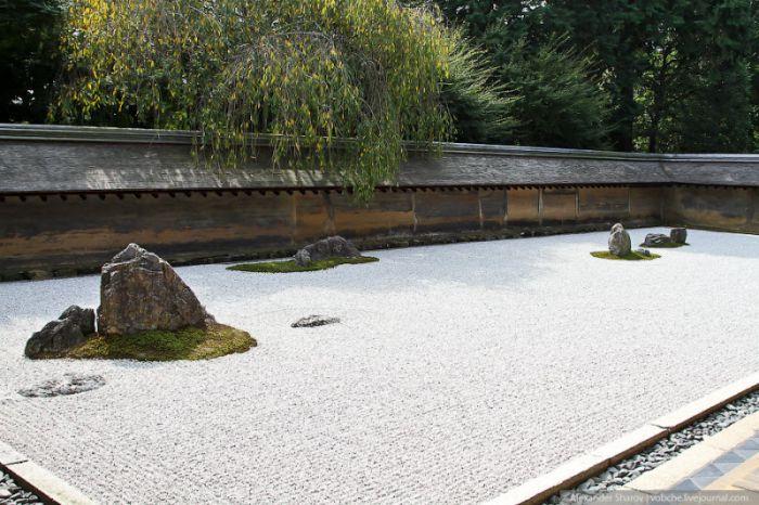 Японский сад камней храма Рёан-дзи (5 фото)