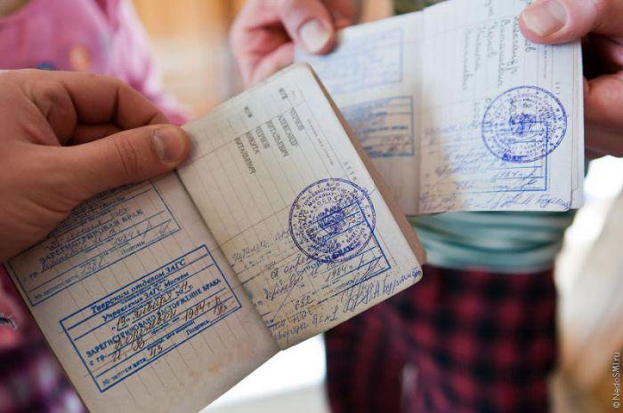 18. Вот так выглядит отказ от росписи в паспорте.  Штампы ставятся
