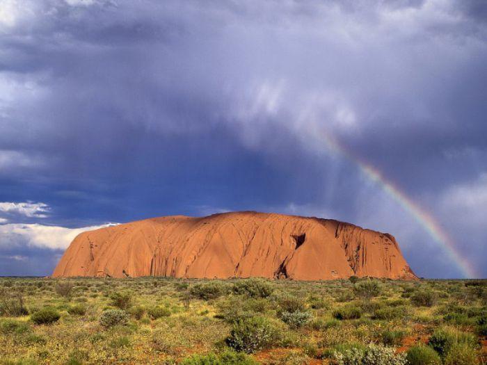 Скала Улуру в Австралии