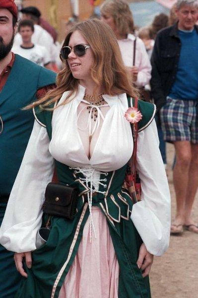 Деревня пышногрудых женщин Европы (19 фото)