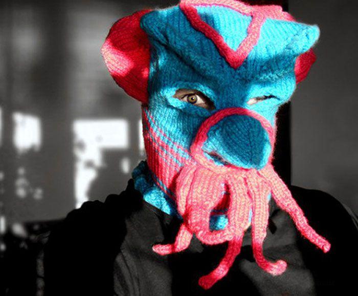 Странные маски