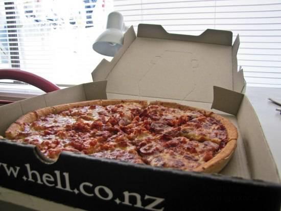 Адская пицца в Новой Зеландии (2 фото)