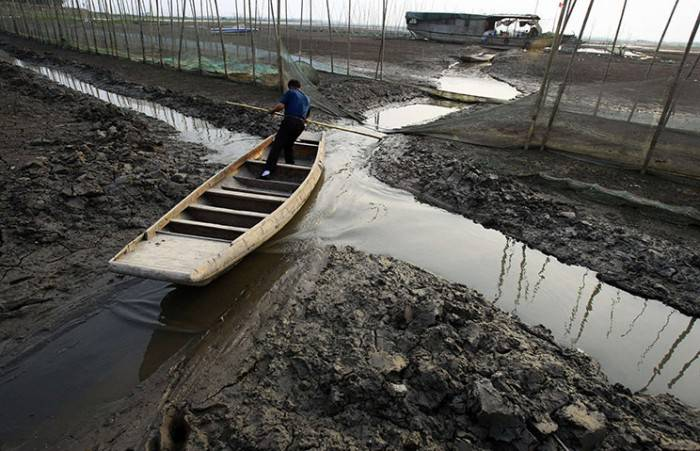 Сильная засуха в бассейне реки Янцзы (21 фото)