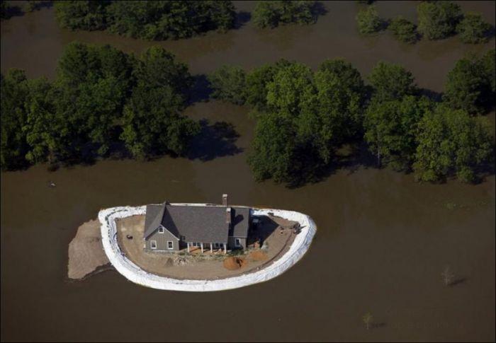 Как спасаются от наводнения (7 фото)