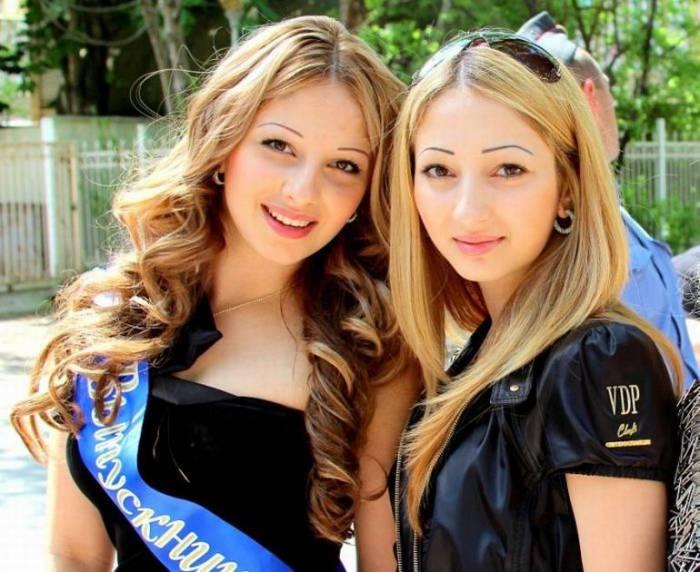 Очаровательные выпускницы 2011