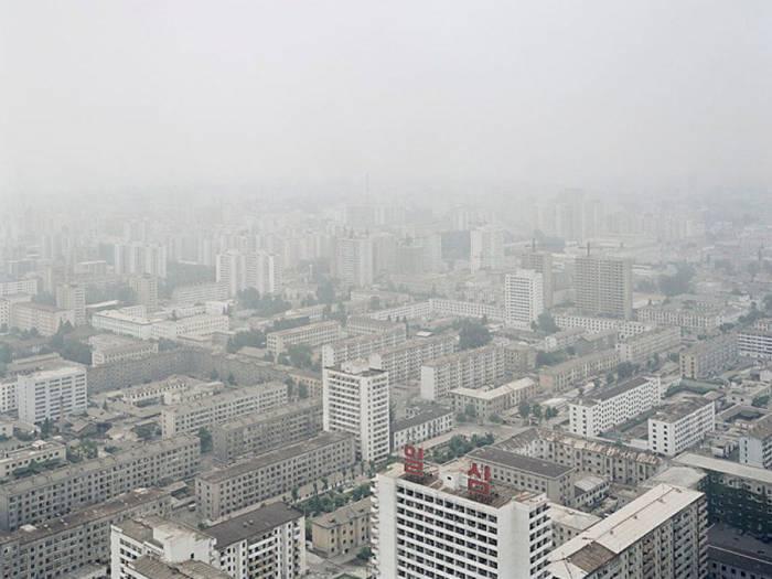 Повседневная жизнь граждан Северной Кореи (35 фото)