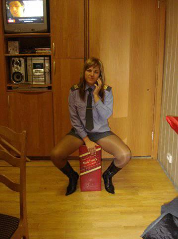 частное фото колготки под юбкой