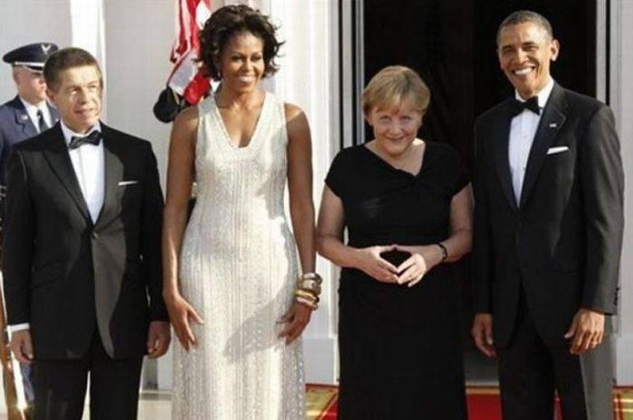 Меркель следит за Мишель Обама?