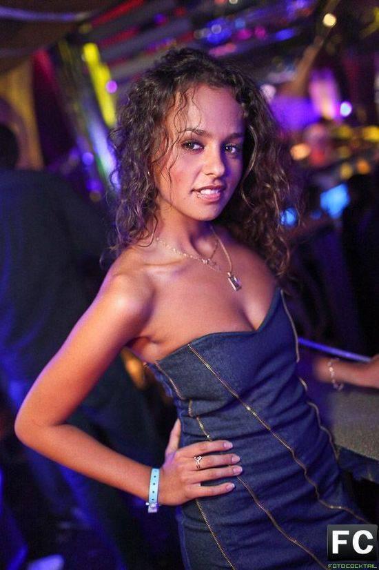Фото девушек в ночных порно клубах 26 фотография