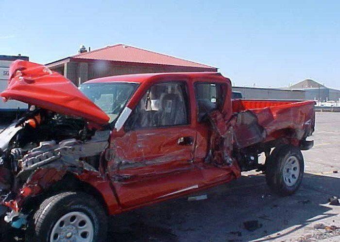 Инцидент на линии погрузки автомобилей в Канаде (18 фото)