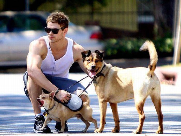 Знаменитости и их собаки (34 фото)