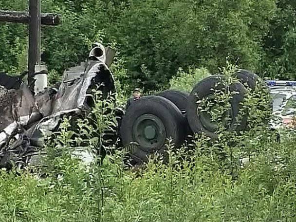 В Карелии разбился пассажирский самолет ТУ-134 (10 фото)