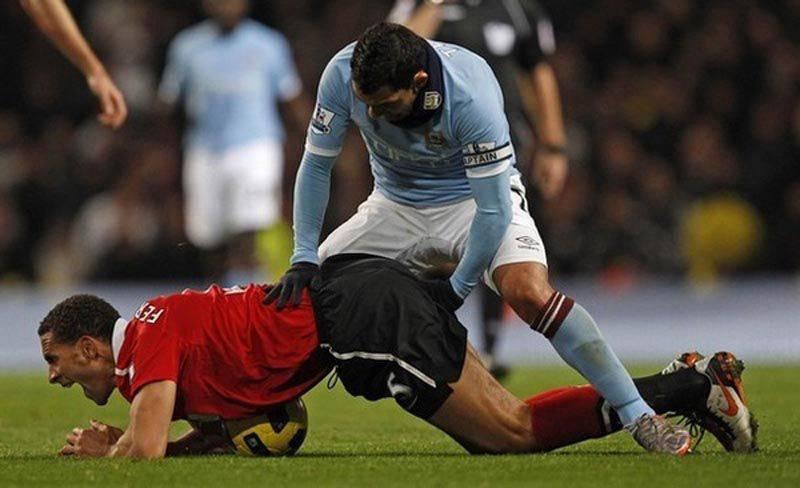 Футболисты - шалуны (10 фото) .