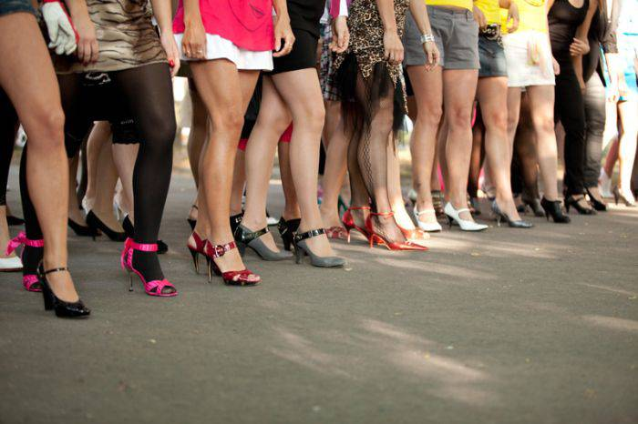 Традиционный забег на каблуках в Таллине (41 фото)