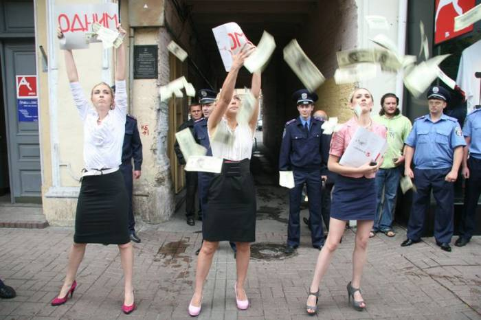 У Femen новый имидж