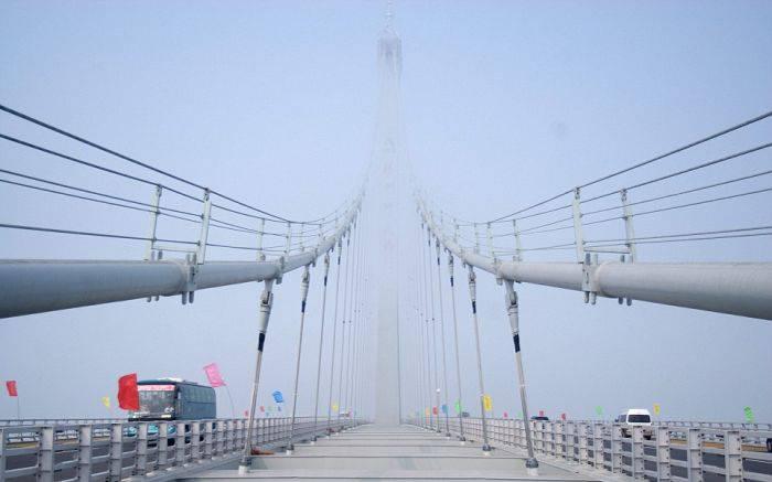 Самый длинный морской мост в мире (14 фото)
